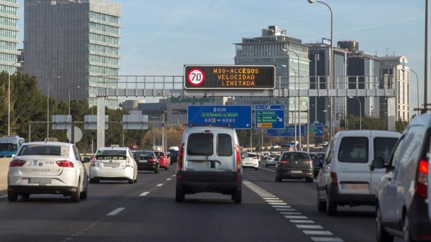 Madrid mantiene para mañana la limitación de velocidad por contaminación