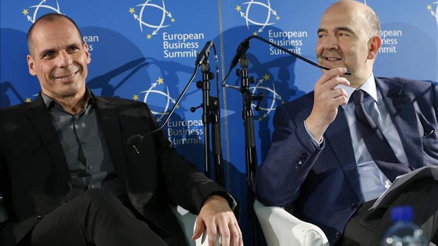 Varufakis y Moscovici escenifican un acercamiento sin acuerdo a la vista