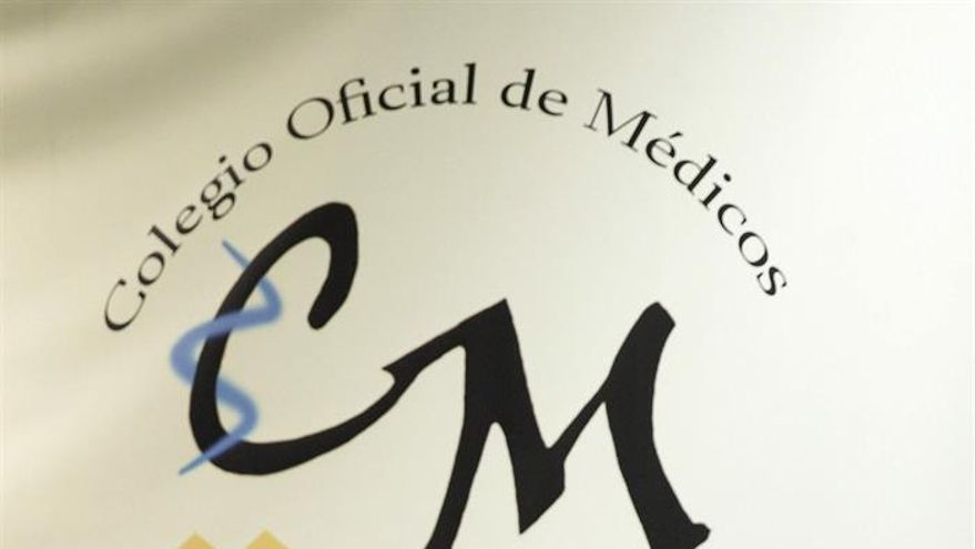 Los presidentes de la Sociedad Canaria de Pediatría en Santa Cruz de Tenerife, Luis Ortigosa (i), y de la ApapCanarias, Agustín Graffigna