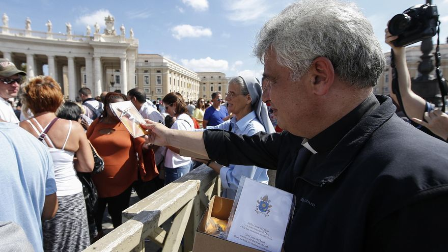 El limosnero del papa, el cardenal Krajewski, ingresado con coronavirus