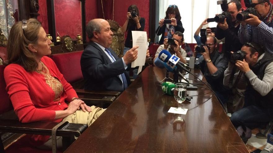 """Torres Hurtado defiende su """"absoluta inocencia"""" pero dimite por la """"gobernabilidad"""" de Granada"""