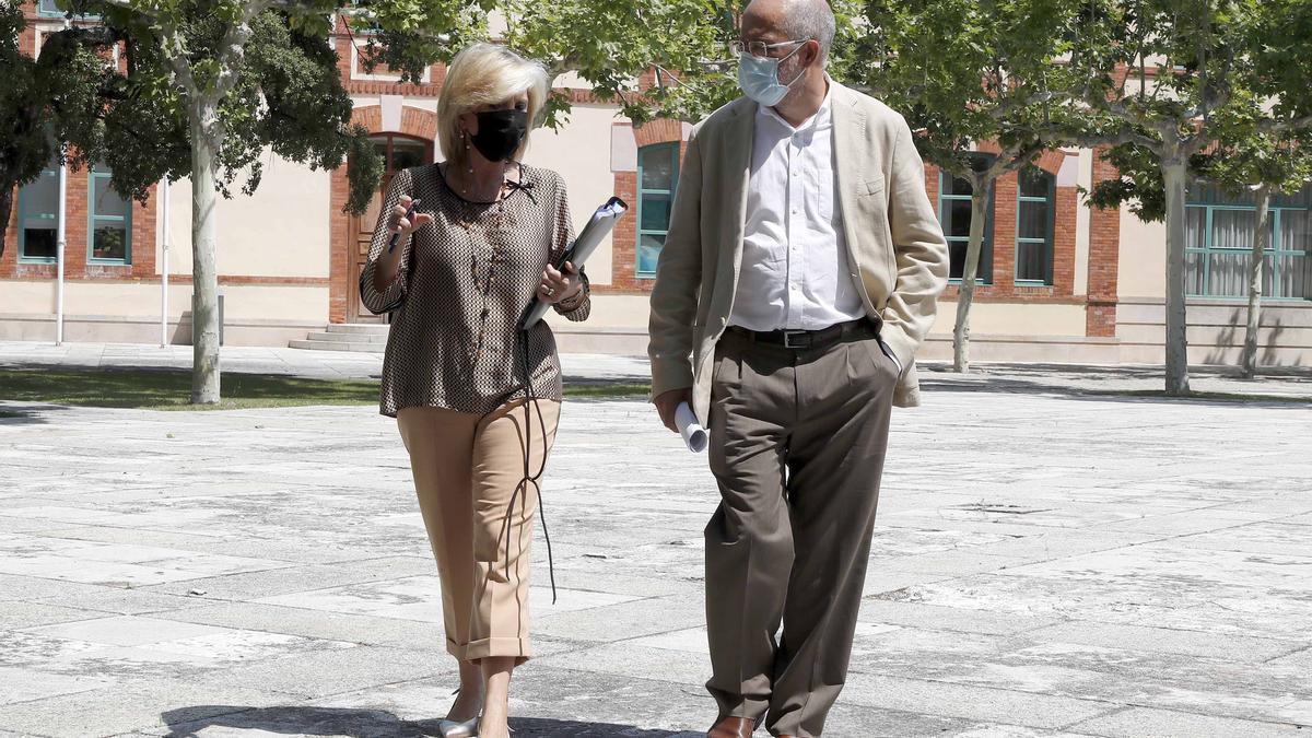 La consejera de Sanidad, Verónica Casado, y el vicepresidente y portavoz de la Junta de Castilla y León, Francisco Igea.