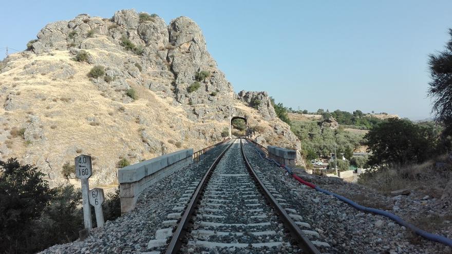 Acceso al viaducto de Puentequebrada