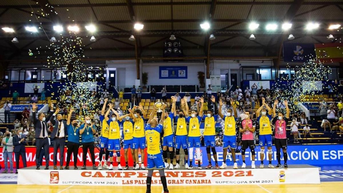 Los jugadores del Guaguas celebran la Supercopa