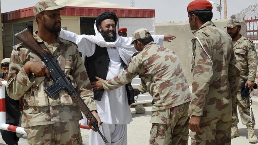 Afganistán lleva a la calle su protesta por la disputa fronteriza con Pakistán