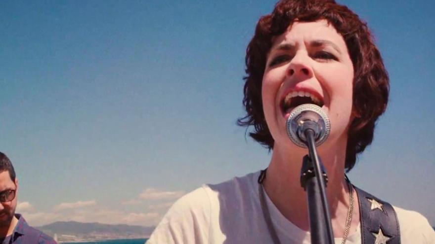 Edurne Vega, miembro del Sindicat de Músics Activistes de Catalunya, en una imagen de su videoclip 'Espiral', dirigido por Rubén Molina
