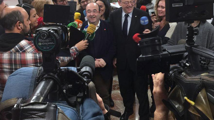 Los secretarios generales del PSC y PSPV, Miquel Iceta y Ximo Puig, atienden a los medios en Blanqueries