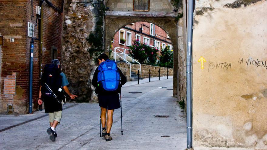 El Camino de Santiago sale de Estella a través de la Calle San Nicolás. VIAJAR AHORA