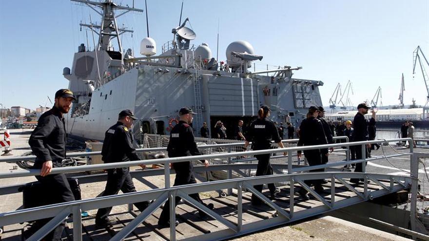 Acto de despedida, en Ferrol, de la fragata 'Almirante Juan de Borbón'.