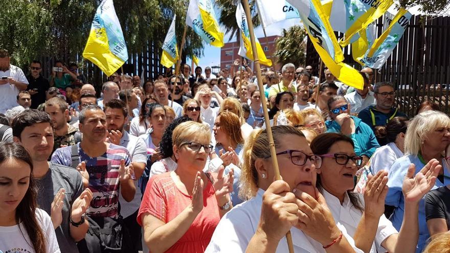 Empleados movilizados este jueves en el HUC para pedir soluciones al Gobierno de Canarias