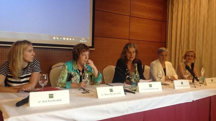 Las expertas que han intervenido en la mesa redonda organizada por el Arateko.
