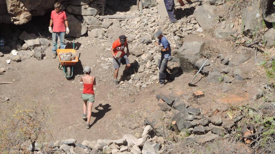 En la imagen, excavación en el Barranco Los Gomeros. Fotos: JORGE PAIS