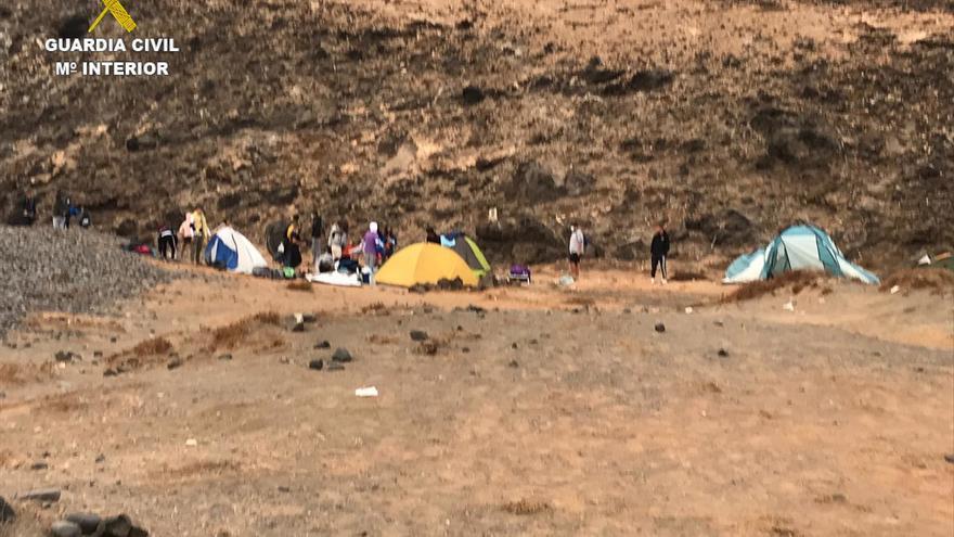 La Guardia Civil localiza a varias personas acampadas Lanzarote sin cumplir las medidas sanitarias contra la COVID-19