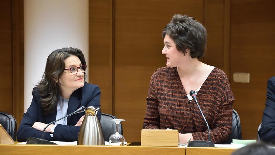 La vicepresidenta del Consell, Mónica Oltra, junto a la diputada de Unides Podem, Cristina Cabedo