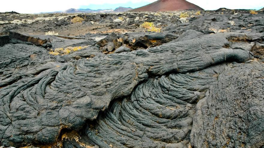 Volcanes y coladas de lava en 'Los Lajiales', en El Hierro. VIAJAR AHORA