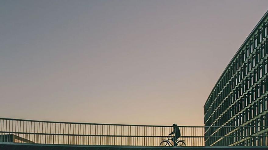Copenhague es una de las pocas ciudades que tiene carreteras dedicadas al ciclismo, como Cykelslangen, en la foto.