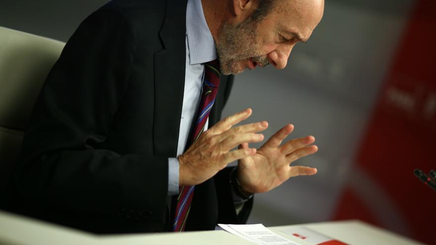 """Rubalcaba defiende que el pacto por el empleo sólo depende de una """"decisión política"""" y que sería un """"balón de oxígeno"""""""