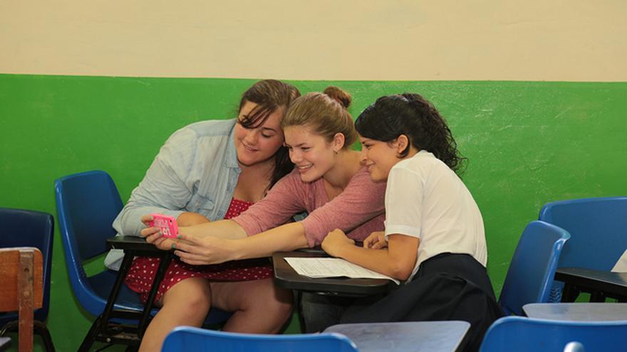 Algunos colegios ya prohíben la utilización de 'smartphones' en las aulas