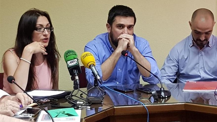 Sol Sánchez y Ramón Espinar, secretario general de Podemos Madrid. / Europa Press