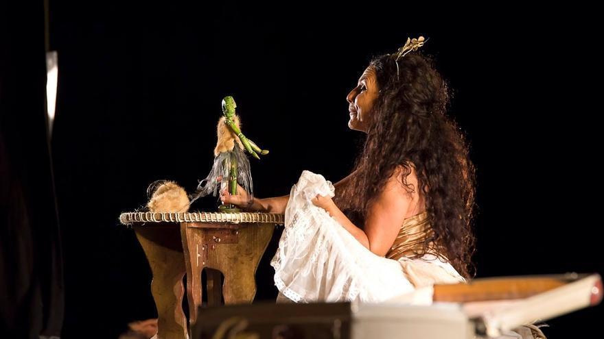 Un momento de la obra 'La novia del viento', de Ábrego Teatro.