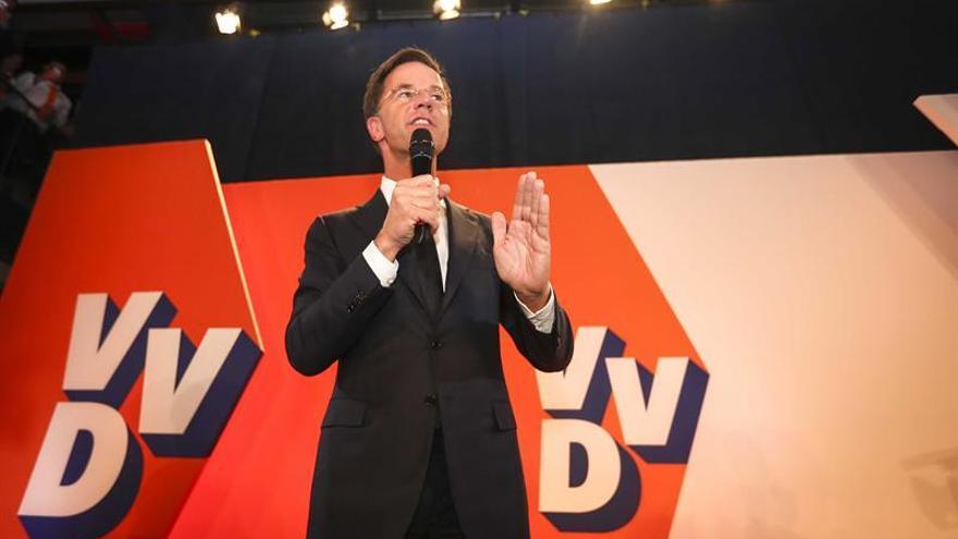 """Mark Rutte celebra su victoria sobre """"el populismo equivocado"""" de Wilders"""