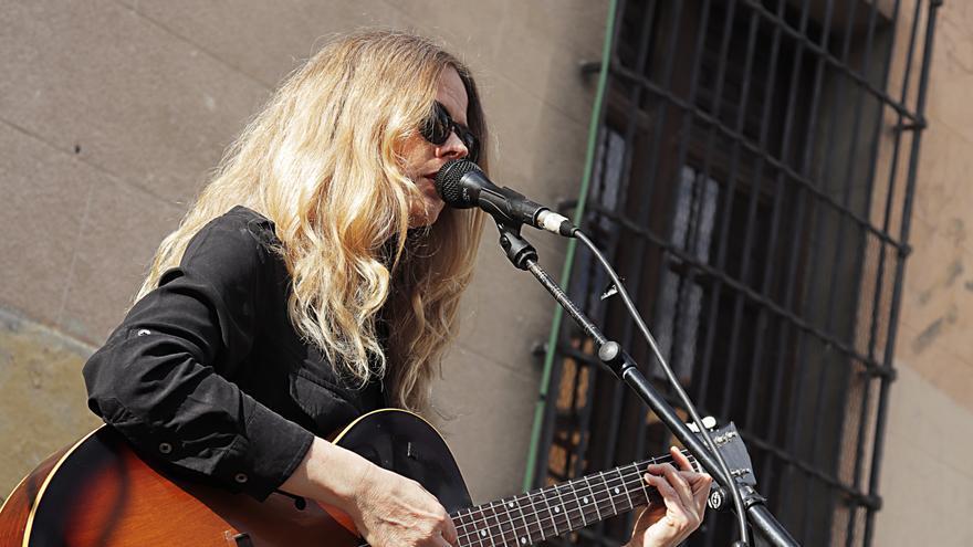 Christina Rosenvinge tocando CC 545