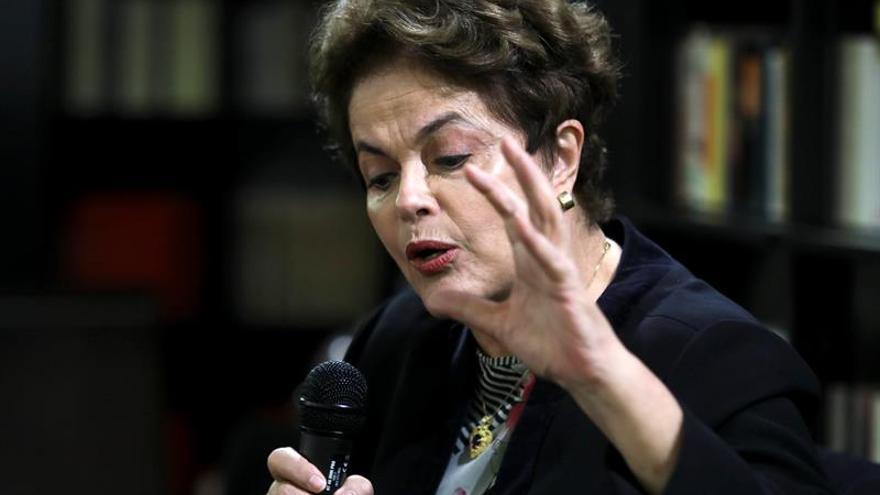 """Rousseff dice que Brasil sufrió nuevo """"golpe"""" con tercerización del trabajo"""