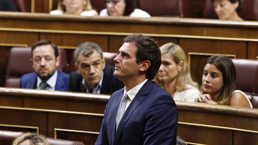 Rivera insta a PP y PSOE a no dar grupo parlamentario a CDC tras la votación en el Parlament