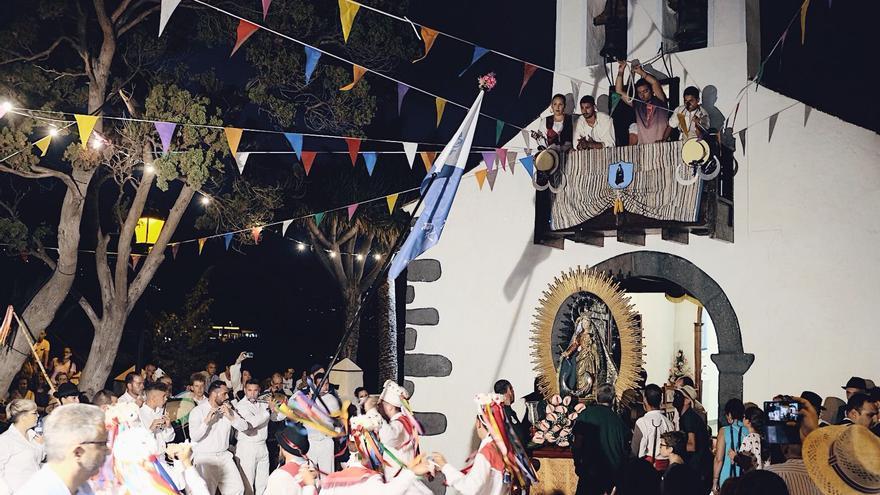 Salida de la imagen de la ermita de El Socorro.