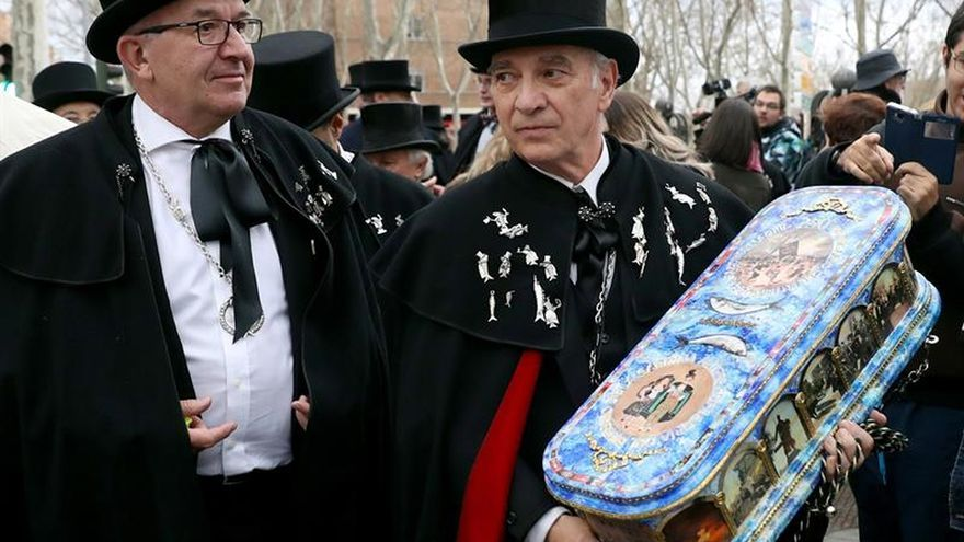 La Alegre Cofradía del Entierro de la Sardina vuelve a cerrar el Carnaval