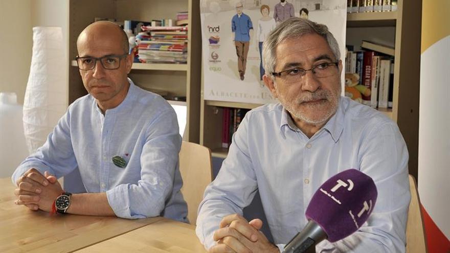 Llamazares pide al PSOE que mire a la izquierda en los pactos postelectorales