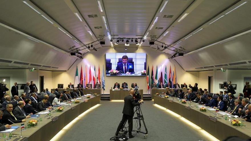 La OPEP intensifica las negociaciones para su primer corte de oferta en ocho años