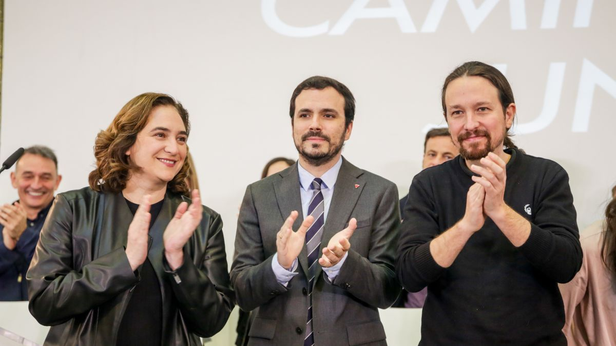 La alcaldesa de Barcelona, Ada Colau, el ministro de Consumo, Alberto Garzón, y el vicepresidente segundo del Gobierno, Pablo Iglesias, en un encuentro de las direcciones de Unidas Podemos en enero.