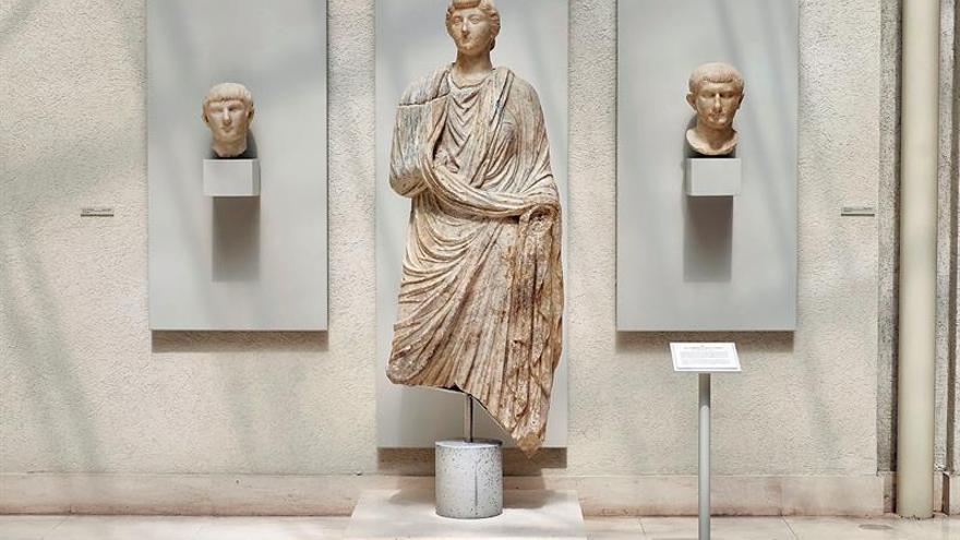 Un hallazgo en el Museo de Cádiz permite unir la cabeza y el cuerpo de una estatua romana