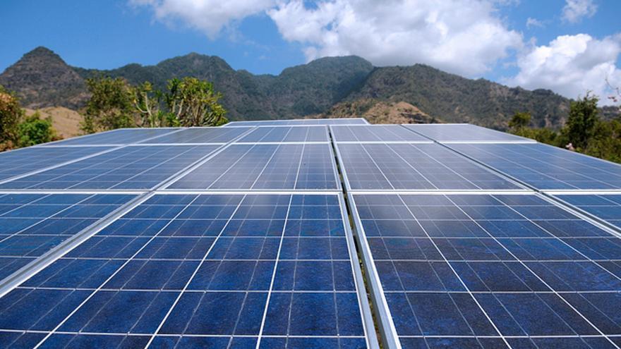 Algunos expertos apuestan por las grandes centrales fotovoltaicas en lugar de por la tecnología solar por los pequeños dispositivos