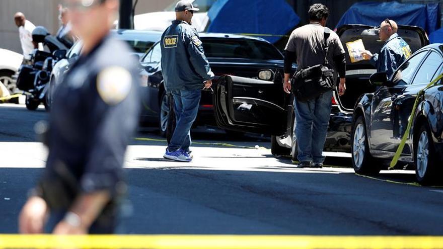 La policía acordona el lugar donde murió Heather Heyer.
