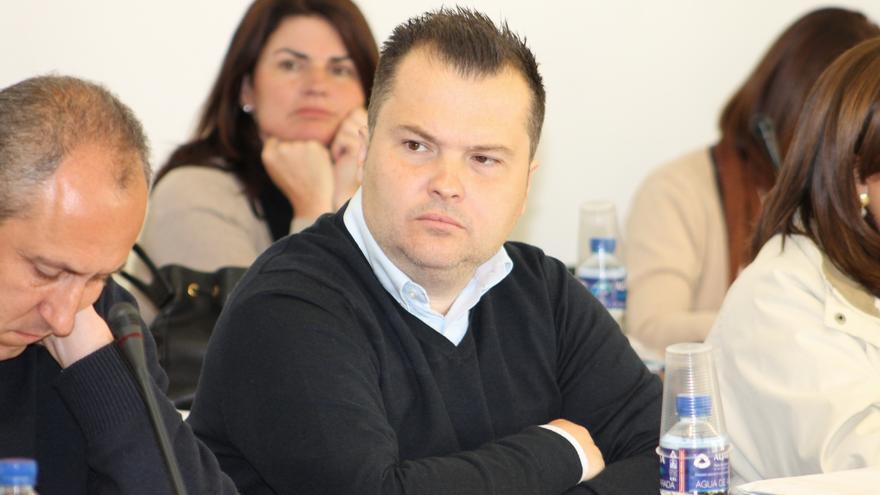 El Gobierno municipal de Tomares atribuye a Mercado las facturas y le acusa de abusar del erario público