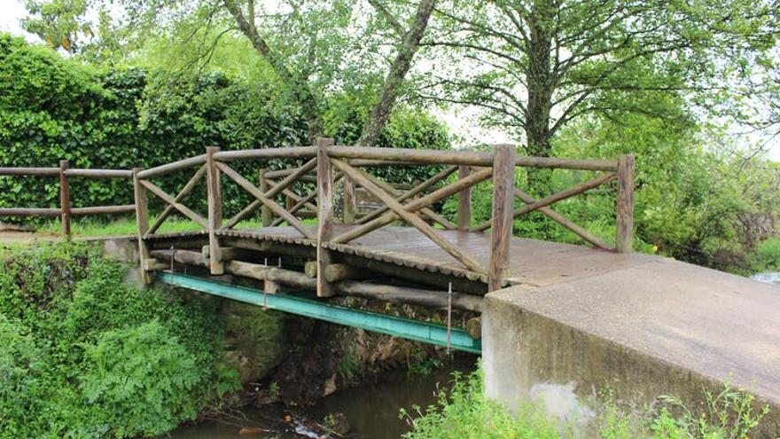 Uno de los puentes internacionales más cortos del mundo. Sobre el arroyo Abrilongo (El Marco / Várzea Grande).