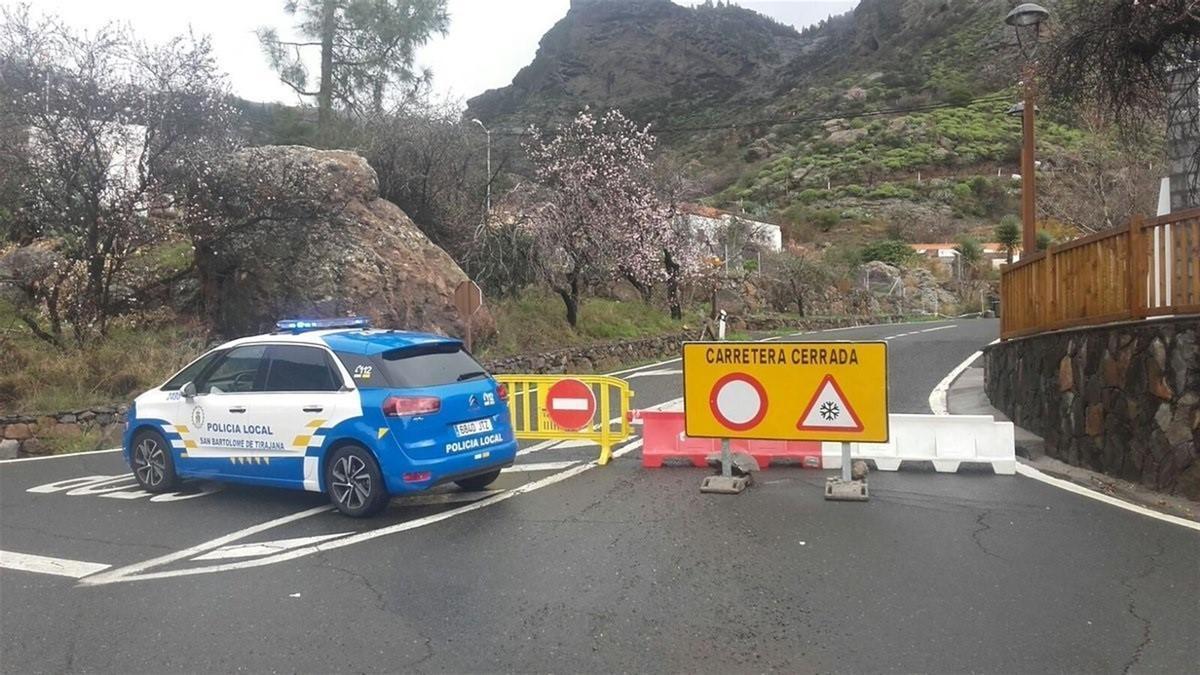 Carretera cerrada en la cumbre de Gran Canaria, en una imagen de archivo