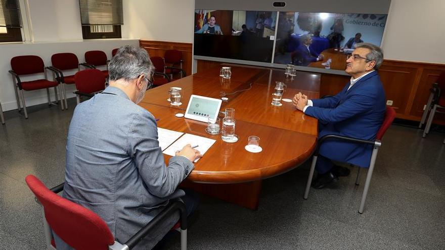 El presidente del Gobierno de Canarias, Ángel Víctor Torres, y el vicepresidente, Román Rodríguez.