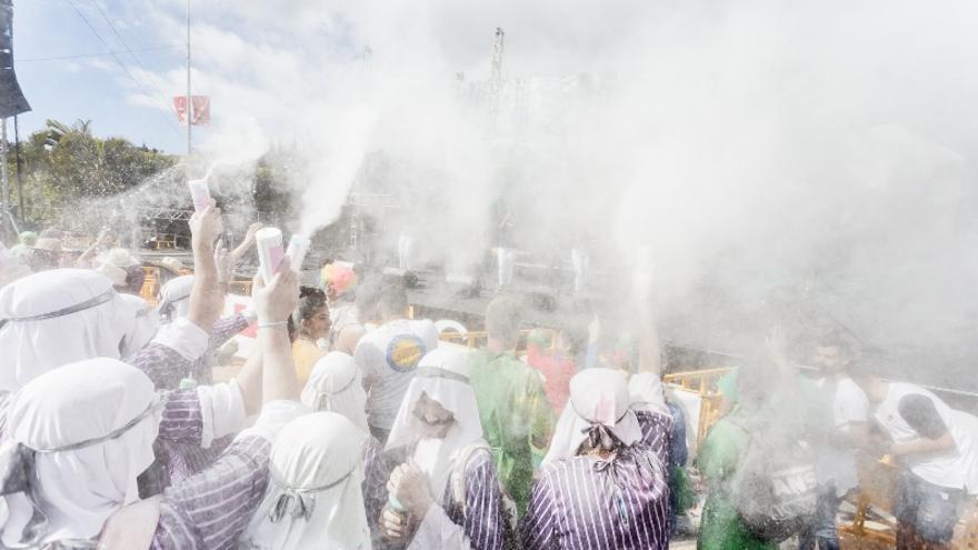 Miles de personas han participado en la 'Gran Polvacera' de Los Llanos de Aridane.