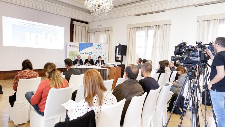 Presentación del estudio sobre la estructura hotelera en Tenerife, este lunes en la capital tinerfeña