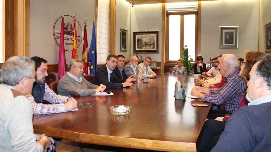 """Los alcaldes piden una solución definitiva """"a corto y medio plazo"""" para las líneas de autobús"""