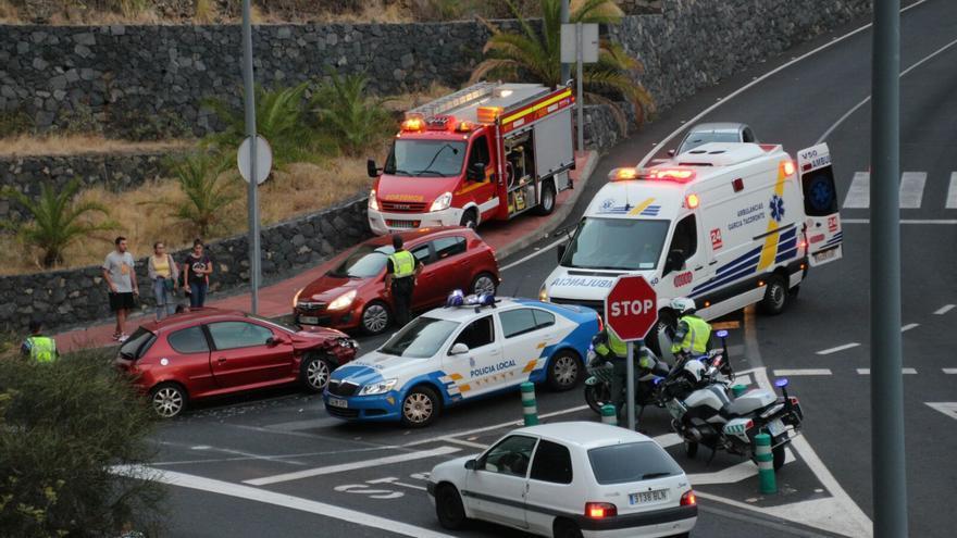 En la imagen, accidente registrado esta tarde en la entrada del túnel de Benahoare. Foto: SIXTO SANTOS.