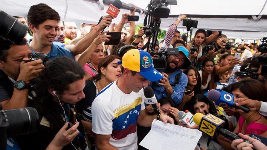 El poder electoral esperará un mes antes de revisar el apoyo al revocatorio a Maduro
