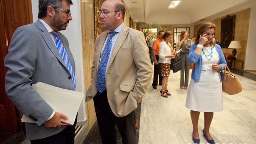 Torrico y Navas, junto a Laura Ruiz, antes del Pleno. | MADERO CUBERO