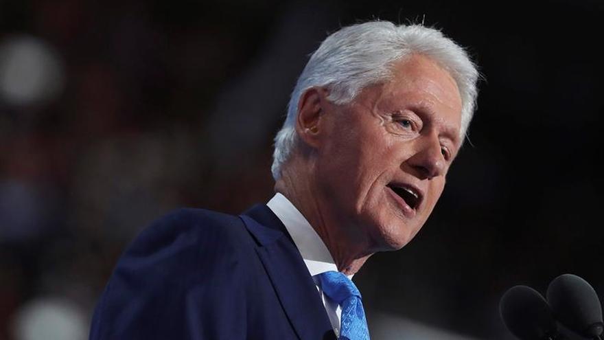 """""""Hillary nos hará más fuertes juntos"""", afirma Bill Clinton"""