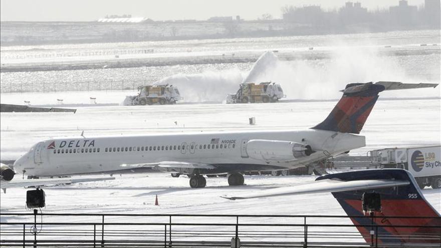 El aeropuerto JFK cierra temporalmente después de que un avión patinara por las heladas