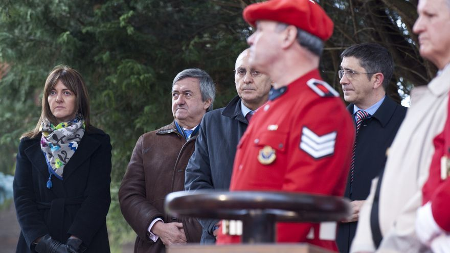 El exdirector de la Ertzaintza, José Antonio Varela, junto al lehendakari y el consejero Ares. Foto Irekia