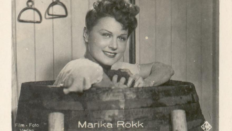 Marina Rökk era considerada anticomunista y tenía nua estrecha relación con Hitler y Goebbels, lo que pudo reforzar su tapadera.